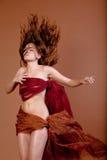 Jolie femme faisant le hairflip Image libre de droits