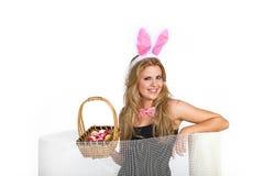 Jolie femme jouant le lapin Photographie stock libre de droits