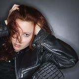 Jolie femme rousse. Image stock