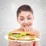 Pour manger ou ne pas manger un grand sandwitch photographie stock
