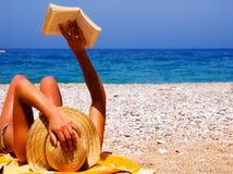 Jolie fille à la plage Photographie stock libre de droits
