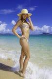 Jolie fille à une plage d'Hawaï Images libres de droits
