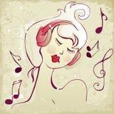 Jolie fille écoutant la musique Photo libre de droits