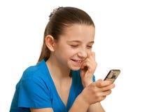Jolie fille appelle son ami au-dessus de mobile Images libres de droits