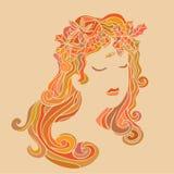 Jolie fille avec des feuilles dans ses cheveux Photo stock