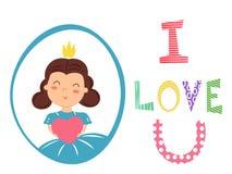 Jolie fille avec la couronne tenant le coeur dans des mains J'aime le texte d'u Photographie stock