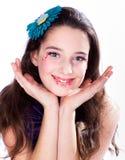 Jolie fille avec le renivellement de sucrerie Photographie stock libre de droits