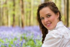 Jolie fille dans la forêt de jacinthes des bois Images libres de droits