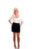 Jolie fille dans la jupe courte. image stock