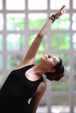 Jolie fille dans le yoga Photographie stock libre de droits