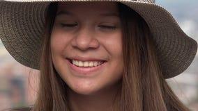 Jolie fille de l'adolescence avec des yeux fermés Photo stock