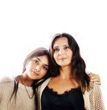 Jolie fille de l'adolescence mignonne avec la mère mûre étreignant, St de mode Image stock