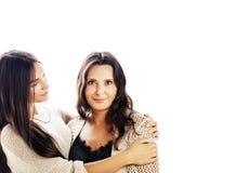 Jolie fille de l'adolescence mignonne avec la vraie mère mûre étreignant, fashi photos libres de droits