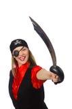 Jolie fille de pirate jugeant l'épée d'isolement sur le blanc Image stock