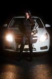 Jolie fille devant le véhicule Image libre de droits