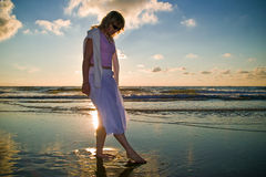 Jolie fille et la mer Photographie stock libre de droits