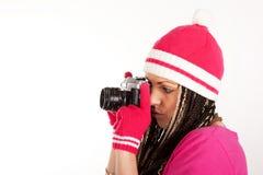 Jolie fille et vieil appareil-photo de film Images stock
