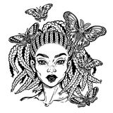 Jolie fille hispanique de latin ou d'Afro-américain avec la mite et butterefly illustration libre de droits