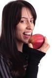 Jolie fille mangeant une pomme Image stock