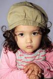 Jolie fille posant pour l'appareil-photo image libre de droits