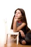 Jolie fille recherchant et rêvant sur le blanc Photo libre de droits