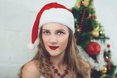 Jolie fille Santa image libre de droits
