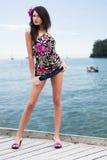 Jolie fille sexy avec la mini jupe image libre de droits