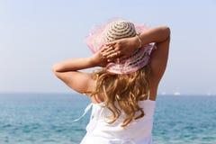 Jolie fille sur la mer Images stock