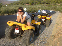 Jolie fille sur le quadricycle Images libres de droits