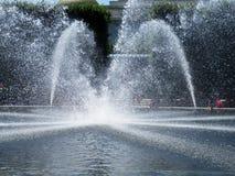 Jolie fontaine d'eau dans le Washington DC image libre de droits