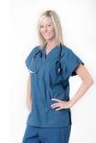Jolie infirmière avec l'expression amicale photographie stock