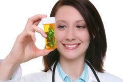 Jolie infirmière avec le médicament Photo libre de droits