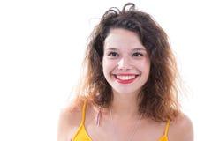 Jolie jeune femme étant heureuse photographie stock libre de droits