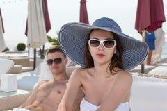 Jolie jeune femme de mode de plage d'été Images libres de droits