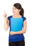 Jolie jeune femme tenant un dossier bleu photographie stock