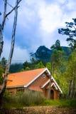 Jolie maison dans la forêt Photographie stock libre de droits