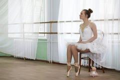 Jolie pratique en matière de danseur classique de fille image stock