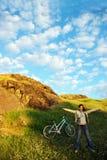Jolies fille et bicyclette Photos libres de droits