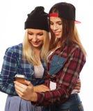 Jolies filles de hippie prenant le selfie Images libres de droits