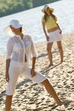 Jolies filles sur la plage d'été Image libre de droits