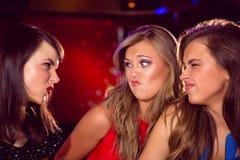 Jolis amis faisant les visages drôles Image stock