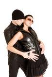 Jolis couples caucasiens adultes dans l'étreinte Images stock