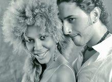 Jolis femmes de sourire et hommes jaloux Image stock
