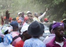 Jomav, président des personnes de salutation de la Guinée-Bissau à un rassemblement politique Photographie stock libre de droits