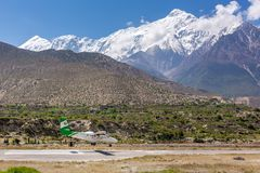 Jomsom机场在尼泊尔-其中一个最危险的机场在世界上 免版税库存照片