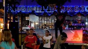 Jomtien夜街道的食品批发市场迪斯科 聚会所 植物园nong nuch pattaya泰国 股票录像