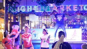 Jomtien夜街道的食品批发市场迪斯科 聚会所 植物园nong nuch pattaya泰国 影视素材