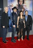 Jon Landau, Robert Rodriguez, James Cameron und Rosa Salazar lizenzfreies stockfoto