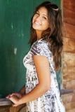 Jong aantrekkelijk gelukkig meisje. stock foto's