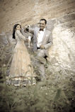 Jong aantrekkelijk Indisch paar die zich in openlucht verenigen Stock Afbeelding